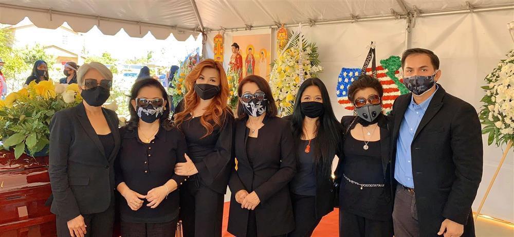 Trizzie Phương Trinh nói về bức ảnh tươi cười khi đi đám tang-2