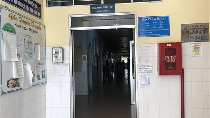 Vụ côn đồ mang hung khí vào trường bắt học sinh đi đánh đập dã man: Nam sinh gãy sống mũi, đa chấn thương - Ảnh 2.