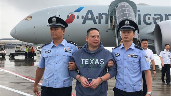 Quan tham Trung Quốc lẩn trốn 17 năm ở Mỹ nhận tội biển thủ 800 triệu USD - 1