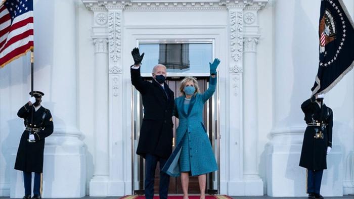 Cử chỉ của ông Biden khi vào Nhà Trắng khiến nhân viên rơi nước mắt - 1