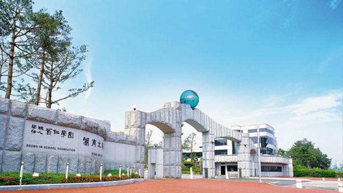 Trường ĐH Hàn Quốc tặng iPhone, AirPods làm quà cho sinh viên năm nhất - Ảnh 2.