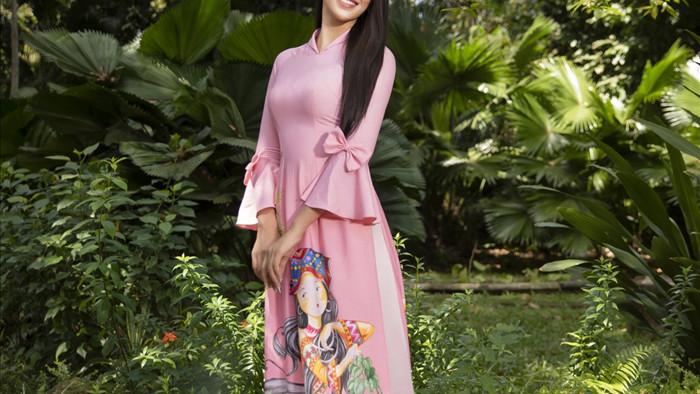 Đây là những thiết kế tôn lên vẻ đẹp của người phụ nữ vừa hiền dịu, pha trộn với nét đẹp tinh khôi thướt tha trên từng tà áo dài mang đậm bản sắc của dân tộc.