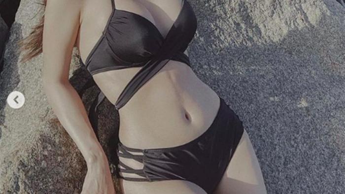 Minh Hằng tung ảnh bikini, khoe vẻ nóng bỏng, nuột nà tuổi 34 - Ảnh 2.