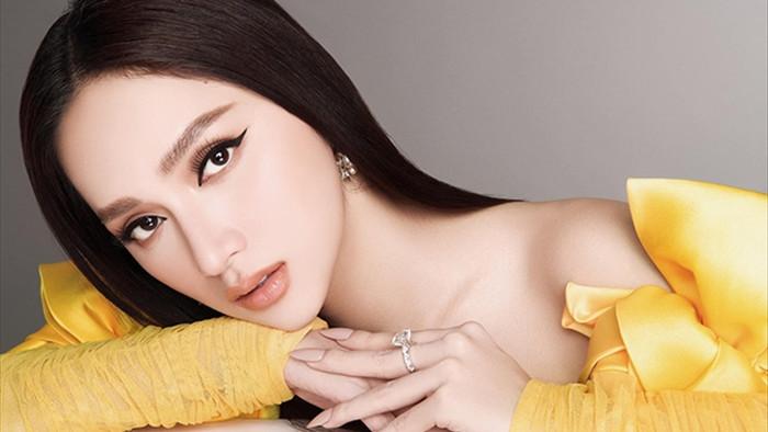 Hương Giang khoe vai trần đẹp xuất sắc  - 4