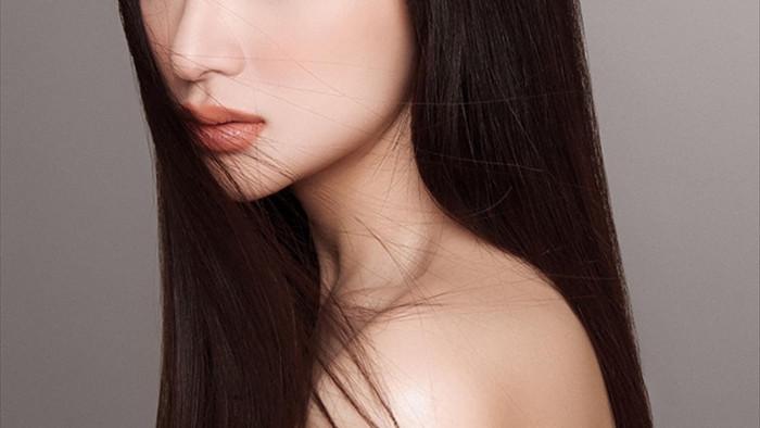 Hương Giang khoe vai trần đẹp xuất sắc  - 2