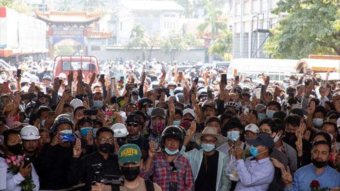 Thêm 2 người biểu tình bị bắn chết, đình công lan rộng tại Myanmar - 1