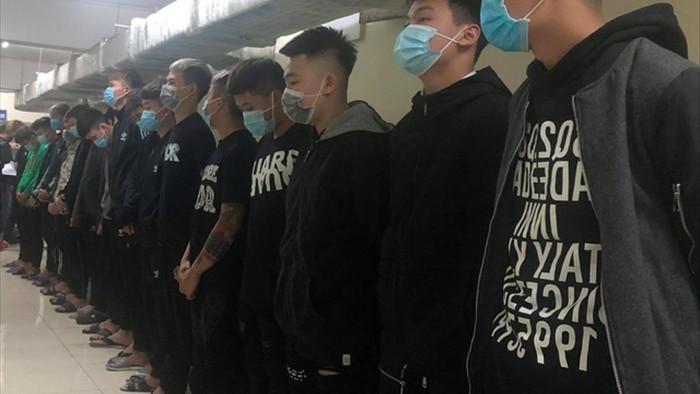 Hà Nội: 14 thanh niên vác hung khí chém nhầm người đi đường tử vong - 1