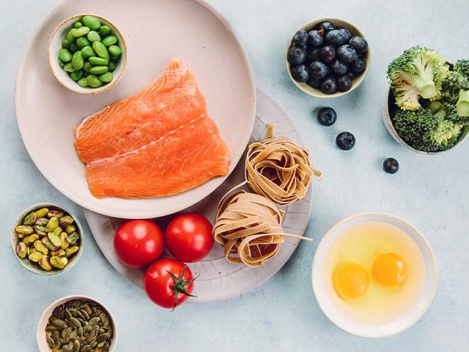 3 nhóm thực phẩm người tiểu đường nên ăn và cần tránh: Gợi ý phương pháp 'Đĩa Ăn cực hữu ích - Ảnh 1.