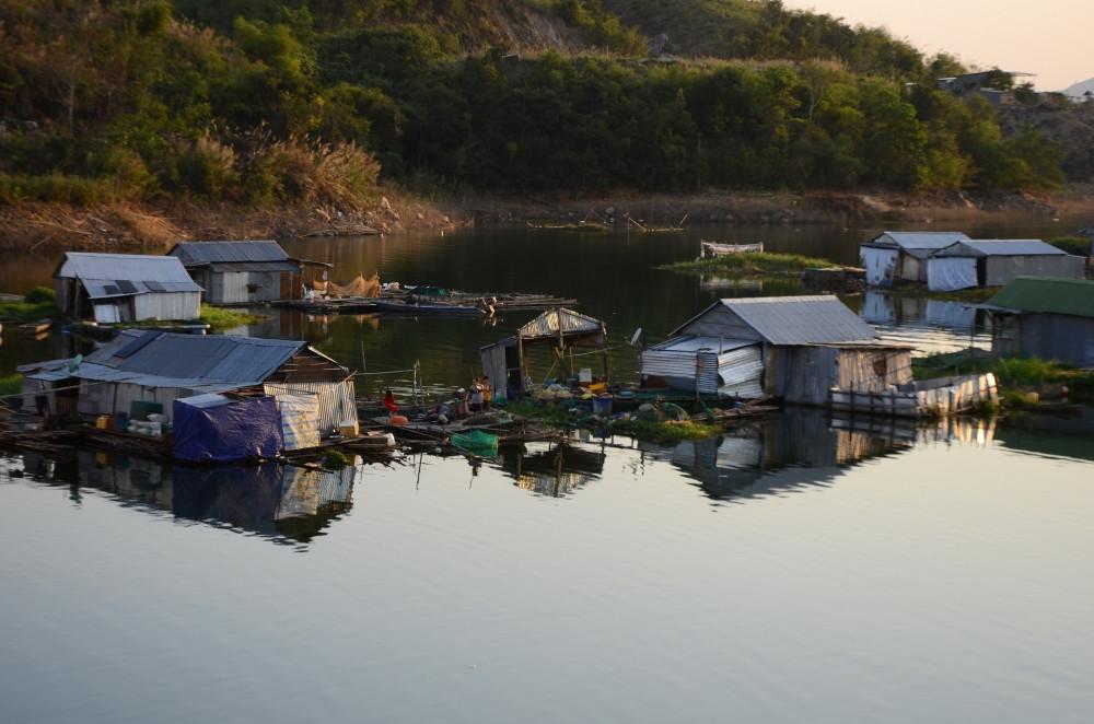 Cuộc sống êm đềm bên hồ Nam Ka
