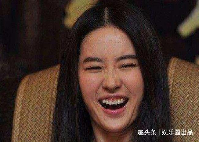 Mỹ nhân Hoa ngữ cùng những giây phút cười thả phanh vô tình rơi vào ống kính truyền thông-1