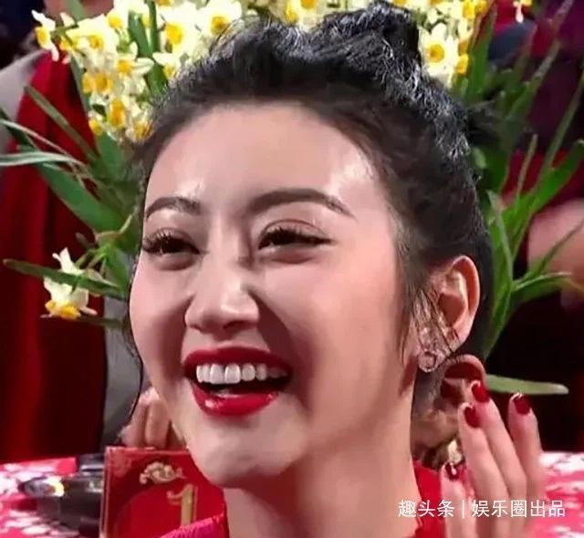Mỹ nhân Hoa ngữ cùng những giây phút cười thả phanh vô tình rơi vào ống kính truyền thông-5