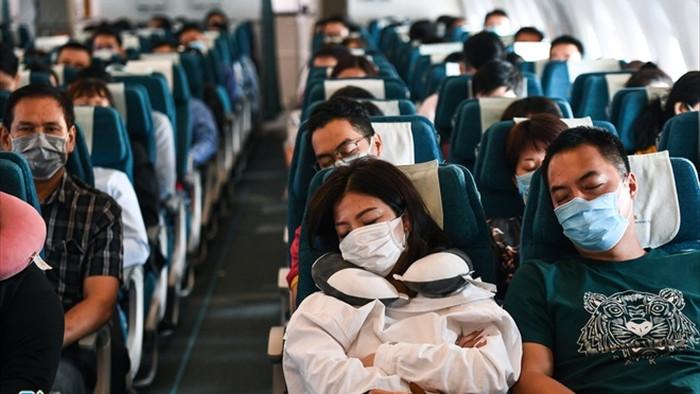 Giá vé hàng loạt chặng bay du lịch nội địa chạm đáy - 1