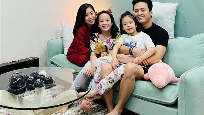 Hồng Đăng hạnh phúc ngập tràn bên vợ và 2 con gái