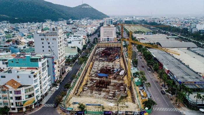 Công trình nghìn tỷ giữa phố xây không phép, lãnh đạo nói không biết - 1