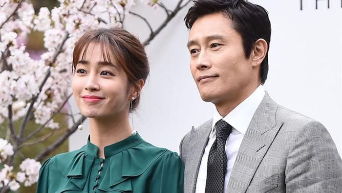 8 chị đẹp Kbiz cán mốc 40 tuổi vẫn đẹp nhức nách: Son Ye Jin chưa xuất sắc bằng bà mẹ hai con này! - Ảnh 21.