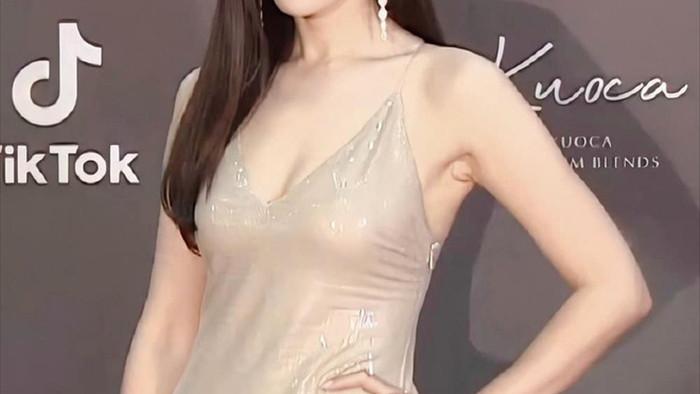 8 chị đẹp Kbiz cán mốc 40 tuổi vẫn đẹp nhức nách: Son Ye Jin chưa xuất sắc bằng bà mẹ hai con này! - Ảnh 4.