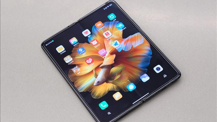 Cận cảnh Xiaomi Mi MIX Fold: Thiết kế gập giống Galaxy Z Fold2, giá chỉ từ 35 triệu thì có gì khác biệt? - Ảnh 1.