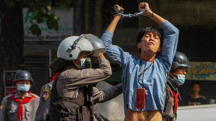 Quân đội Myanmar bắt loạt ca sĩ, diễn viên - 1
