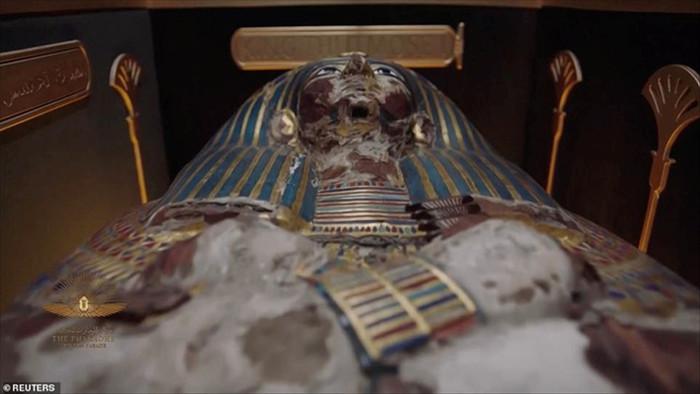 Choáng ngợp diễu hành xác ướp 3.000 tuổi của hoàng gia Ai Cập - 16