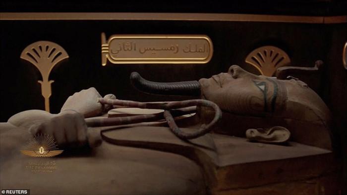 Choáng ngợp diễu hành xác ướp 3.000 tuổi của hoàng gia Ai Cập - 3