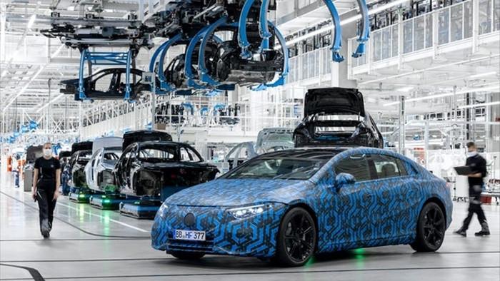 Các hãng xe sang ồ ạt ra mắt ô tô điện 2021