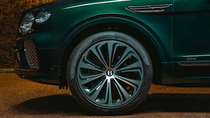 Ngắm SUV siêu sang Bentley Bentayga xanh ngọc lục bảo độc nhất vô nhị - 7