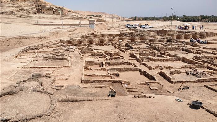 Phát hiện thành phố vàng thất lạc 3000 năm tuổi của Ai Cập cổ đại bị chôn vùi dưới cát - Ảnh 2.