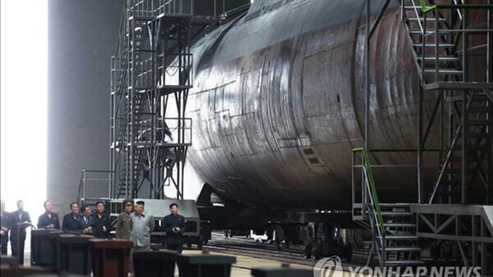 Triều Tiên đóng xong tàu ngầm phóng tên lửa đạn đạo
