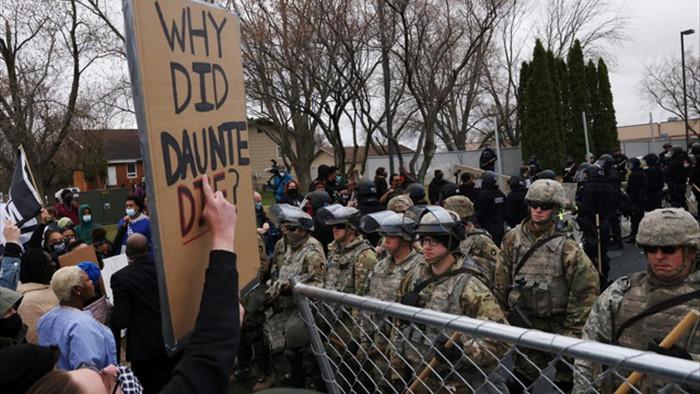 Cướp phá, hôi của bùng phát tại Mỹ sau vụ cảnh sát bắn chết người da màu - 4