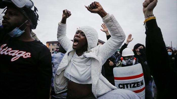 Cướp phá, hôi của bùng phát tại Mỹ sau vụ cảnh sát bắn chết người da màu - 3