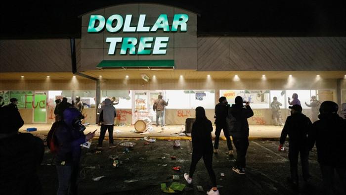 Cướp phá, hôi của bùng phát tại Mỹ sau vụ cảnh sát bắn chết người da màu - 6