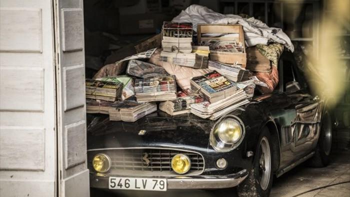 Những chiếc xe siêu quý hiếm bị cất vào 'chuồng gà'