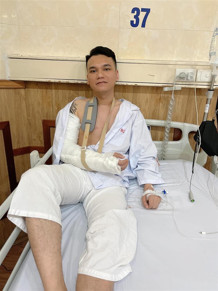 Tình hình sức khỏe Khắc Việt sau ca phẫu thuật-4