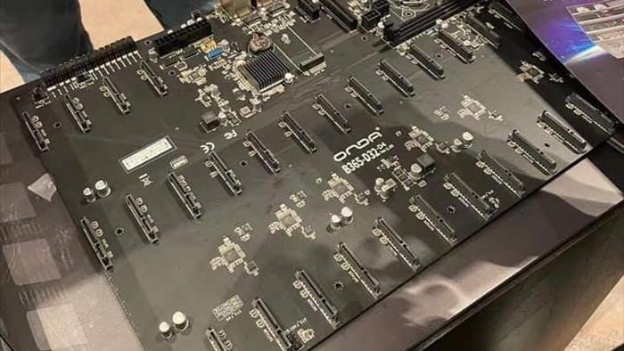 Nhu cầu đào coin bằng HDD tăng cao, NSX Trung Quốc ra mắt bo mạch chủ siêu to khổng lồ lắp được 32 ổ 14TB cùng lúc - Ảnh 1.