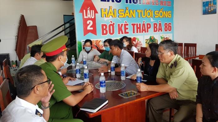Một nhà hàng ở Nha Trang bị tố chặt chém 1,8 triệu đồng/kg ốc hương - 1