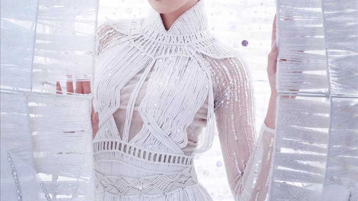 Khánh Vân trong trang phục dân tộc