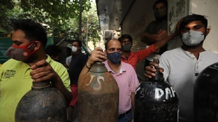 Cuộc chiến giành giật oxy ở Ấn Độ: 'Bắn tôi nhưng đừng ngăn tôi lấy bình oxy' - 1