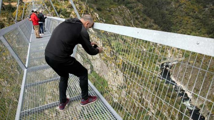 Mở cửa cầu treo đi bộ dài nhất thế giới - 3