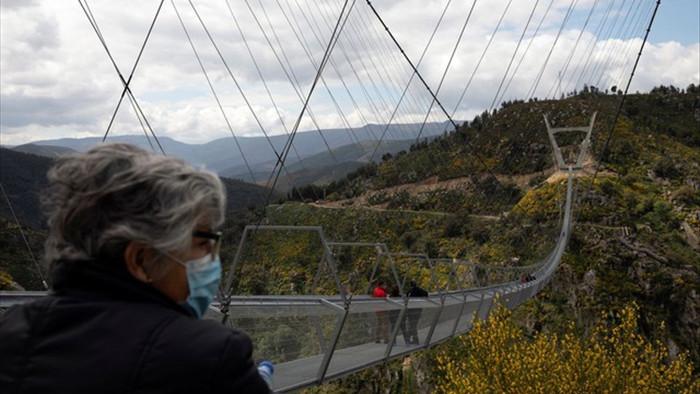 Mở cửa cầu treo đi bộ dài nhất thế giới - 5