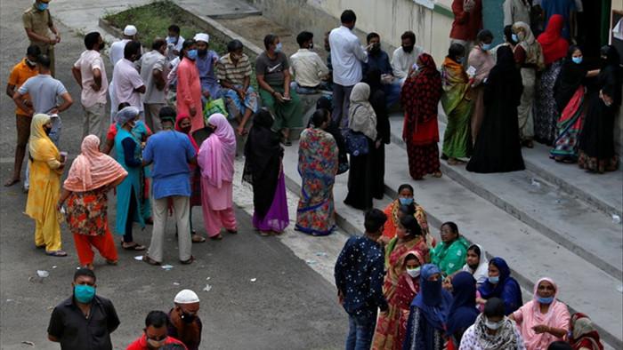 Hàng triệu người Ấn Độ đi bỏ phiếu giữa bão Covid-19 - 1
