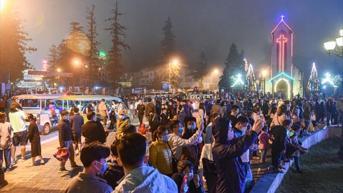 Sa Pa đông nghẹt khách du lịch lúc nửa đêm, nhiều tuyến đường ùn tắc - 8