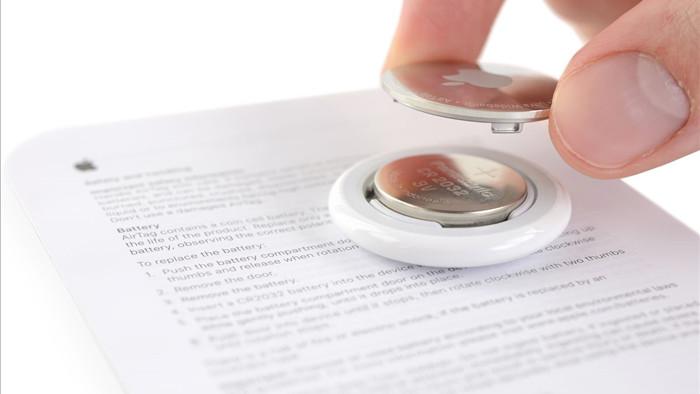 iFixit thử khoan một lỗ nhỏ trên Apple AirTag để móc chìa khóa, kết quả vẫn hoạt động bình thường - Ảnh 1.