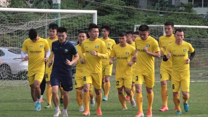 Cách ly cả đội bóng Sông Lam Nghệ An vì tiếp xúc F1 của bệnh nhân Covid-19 - 1