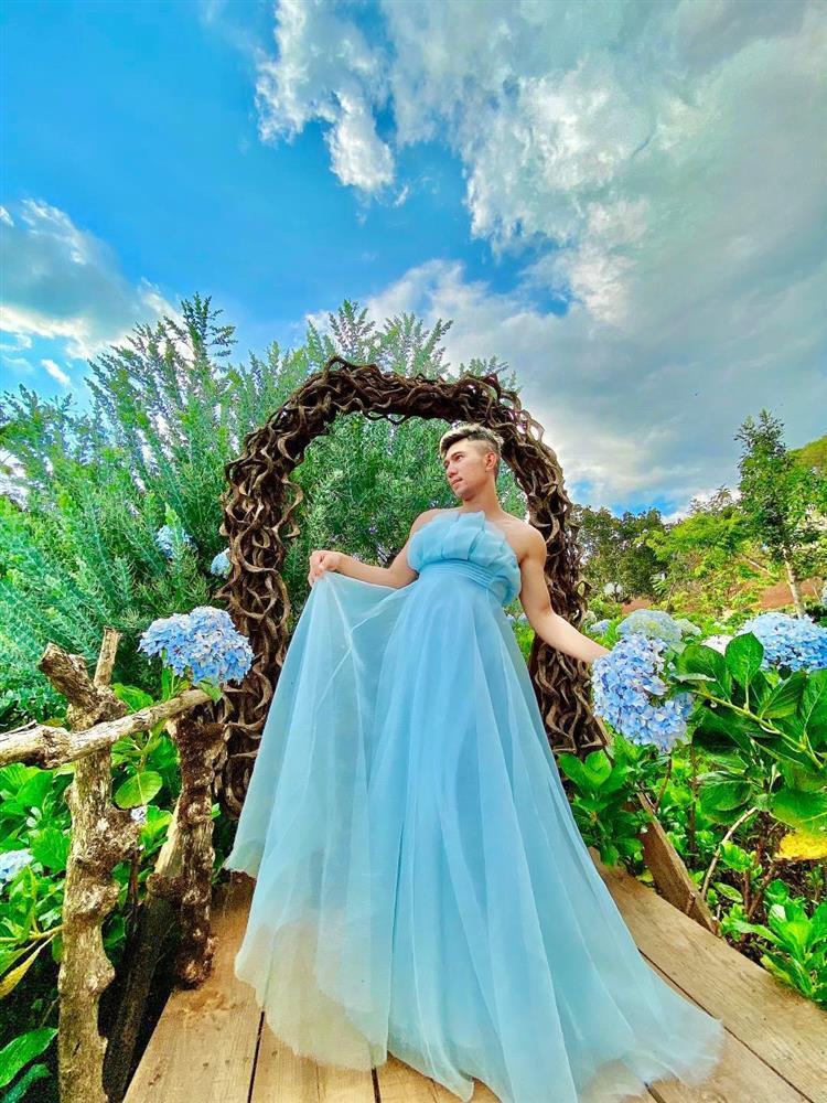 Mặc váy ở vườn hoa Đà Lạt, Lương Bằng Quang bị chỉ trích lố lăng-5