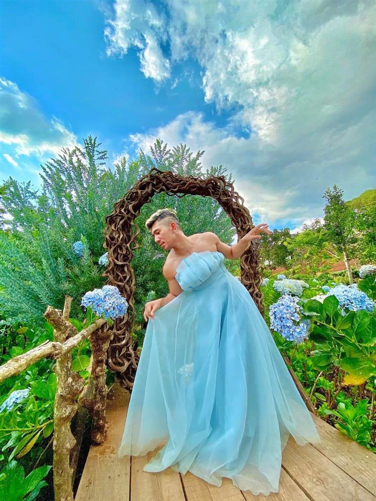 Mặc váy ở vườn hoa Đà Lạt, Lương Bằng Quang bị chỉ trích lố lăng-6