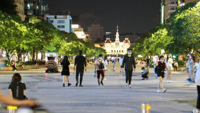 Vì sao người Sài Gòn không nghe điện thoại trên đường phố? - 1