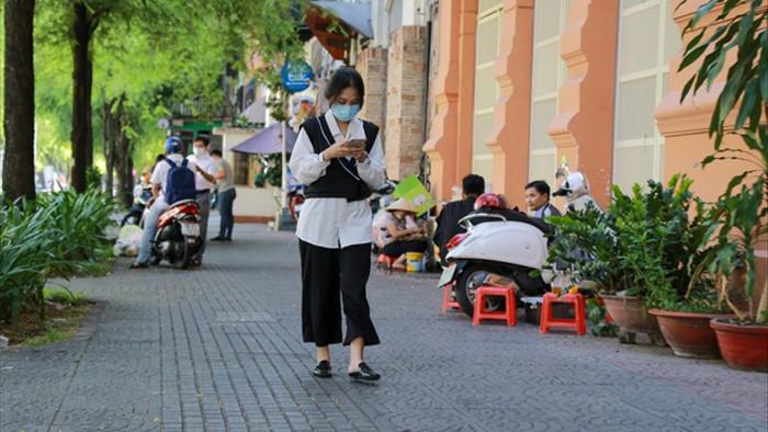 Vì sao người Sài Gòn không nghe điện thoại trên đường phố? - 4