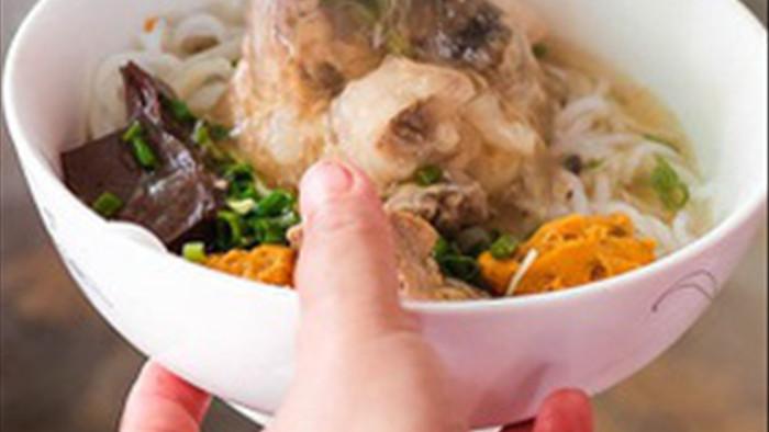 Các gia đình cần bỏ ngay sai lầm này khi ăn bún phở buổi sáng vì có thể làm hại thận, hại dạ dày    - Ảnh 2.