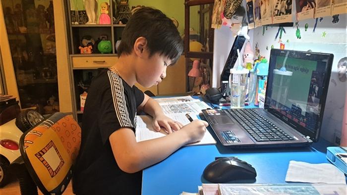 Hà Nội cho học sinh nghỉ hè sớm, hoãn thi học kỳ, bố mẹ lo con quên kiến thức - 1