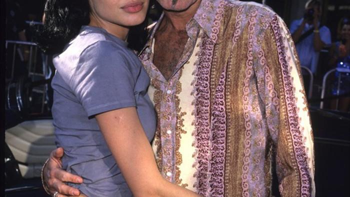 Lịch sử tình ái nổi tiếng của Angelina Jolie trước khi quyết định độc thân - 5